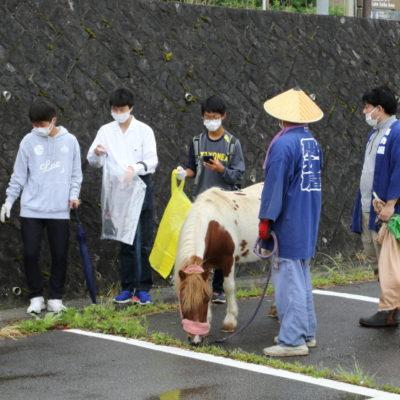 吉田高校生徒:河口湖ゴミ拾い